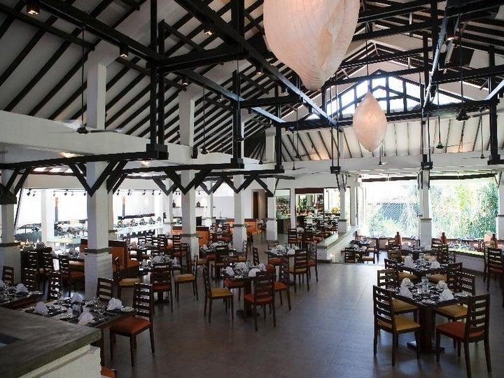 Knee Hotel Hotels Lanka Love Colombo In Hukanawa Sri