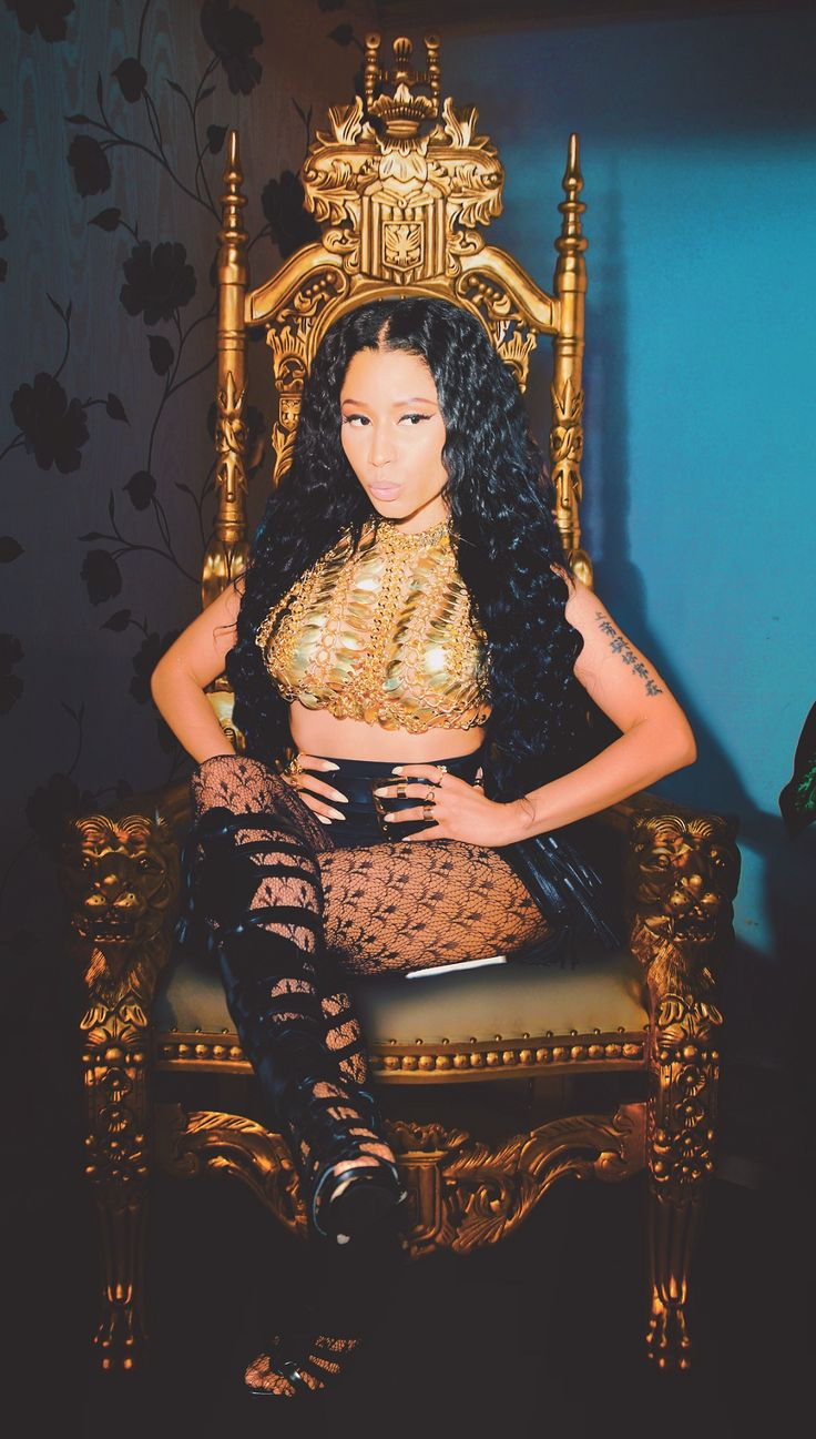 Queen And Her Throne Perf