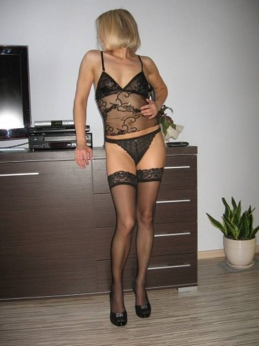 Escort New Dundas And 427 Housewife