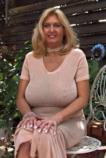 Slim Blonde Woman Seeking Man