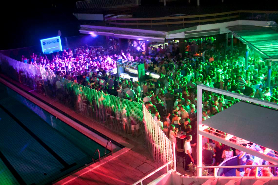 Scarboro In Croatia Club Strip Split