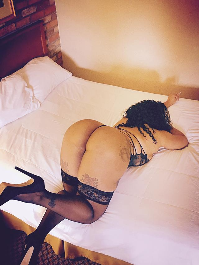 Escort Qew Winston Churchill Toronto Black