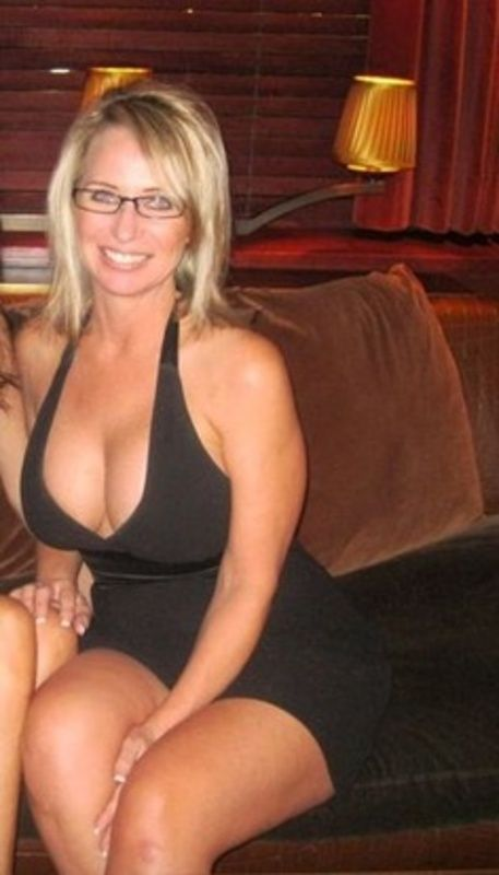 To Woman In Slim Seeking Toronto 40 Man 50