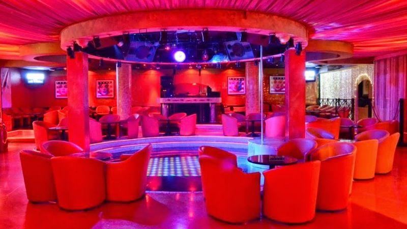 Milan Club Out In Swinger