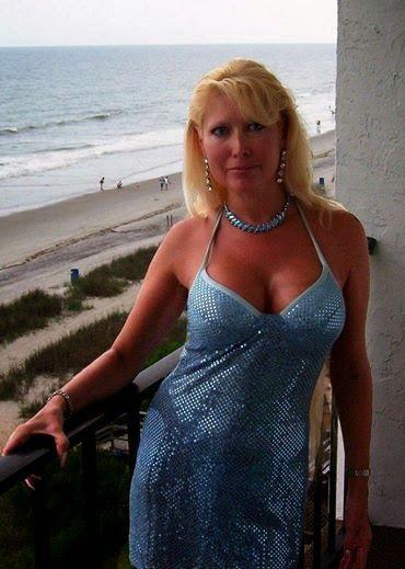 Woman Man Blonde Single Slim Seeking