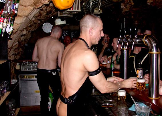 Paris Full Gay Metal