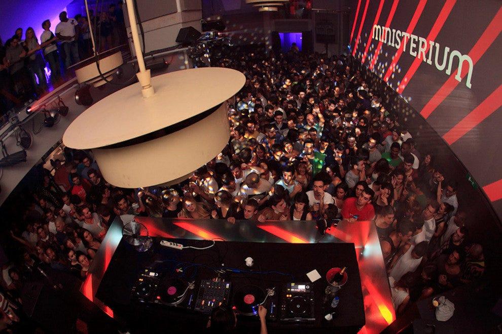 Throwing Club Girls In Portugal Lisbon Night In