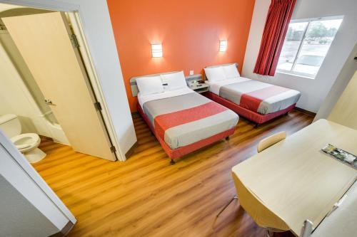 Housewife Brampton Toronto Tomken Motel Steeles Escort 410