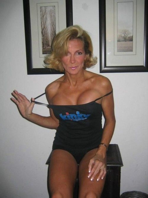 Escort Bathurst Queen Housewife