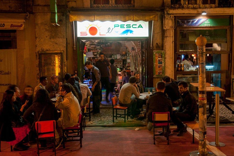Devine Club Lisbon In Night In Portugal Girls